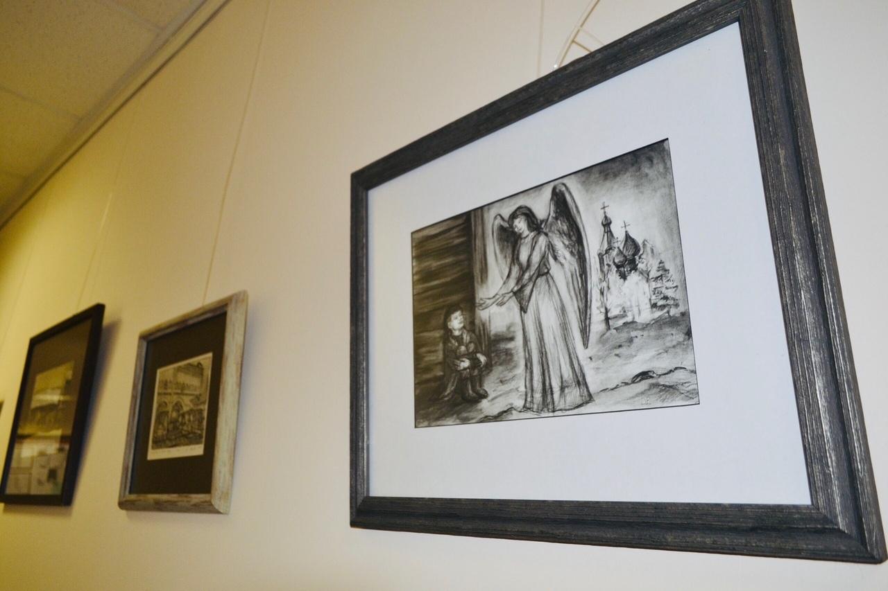 В Тамбовском филиале РАНХиГС открылась выставка картин Елены Дроковой