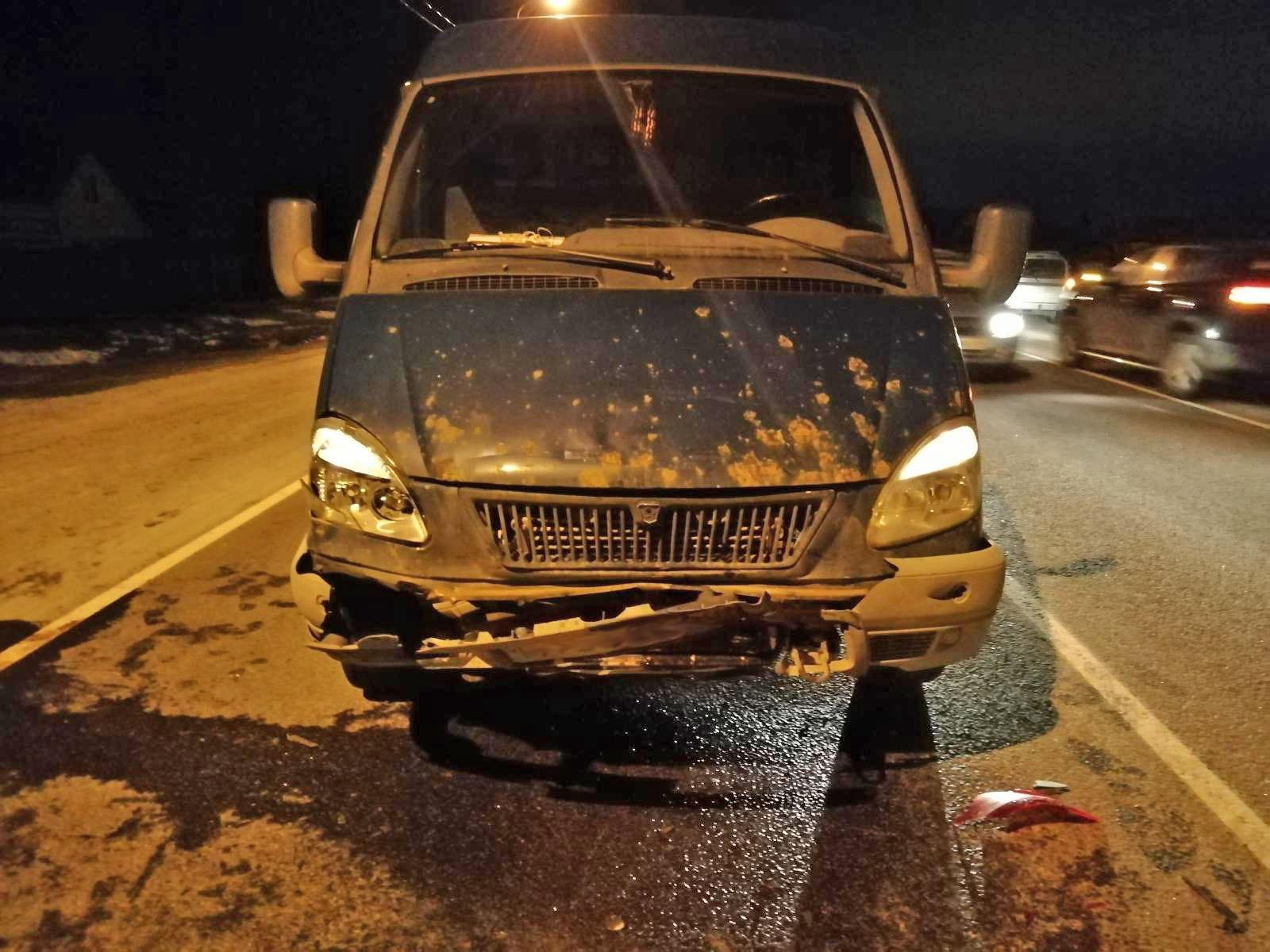 В Тамбовском районе 23-летняя девушка остановилась пропустить пешехода и попала в аварию