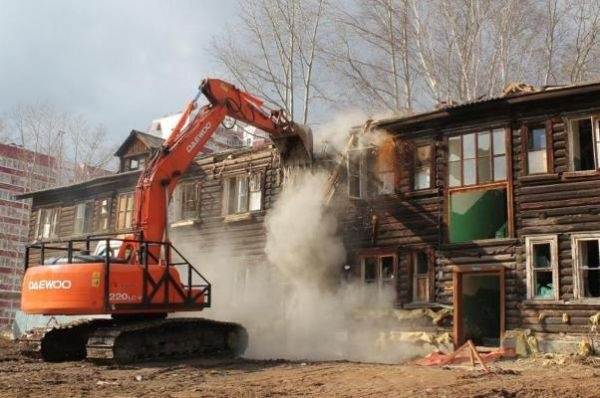 Жители аварийного дома на Буденновской не снесли его в срок