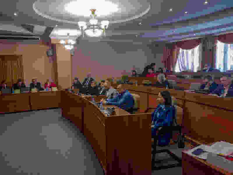 Депутаты предлагают шить маски. Заседание завершают, потому что чиновник чихнул. Тамбовская гордума во времена эпидемии