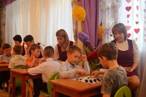 Дошкольники Тамбова готовятся к городскому шашечному турниру
