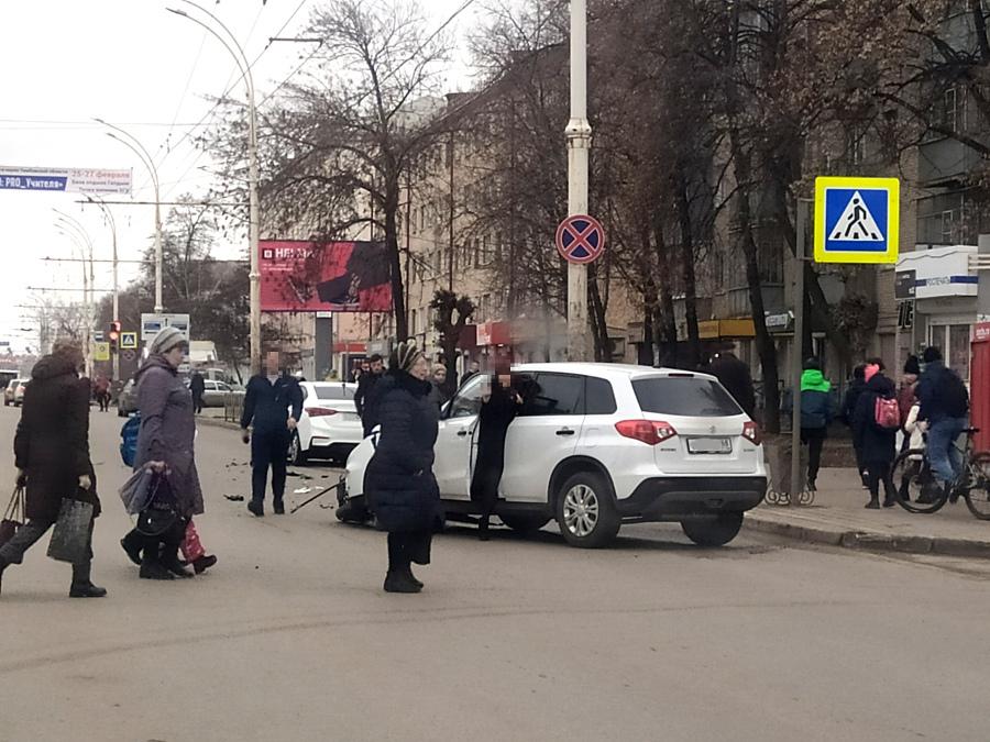 На опасном перекрёстке в центре Тамбова столкнулись две иномарки