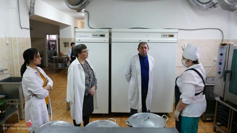 Среднюю школу Котовска проверили на готовность к бесплатному питанию школьников младших классов