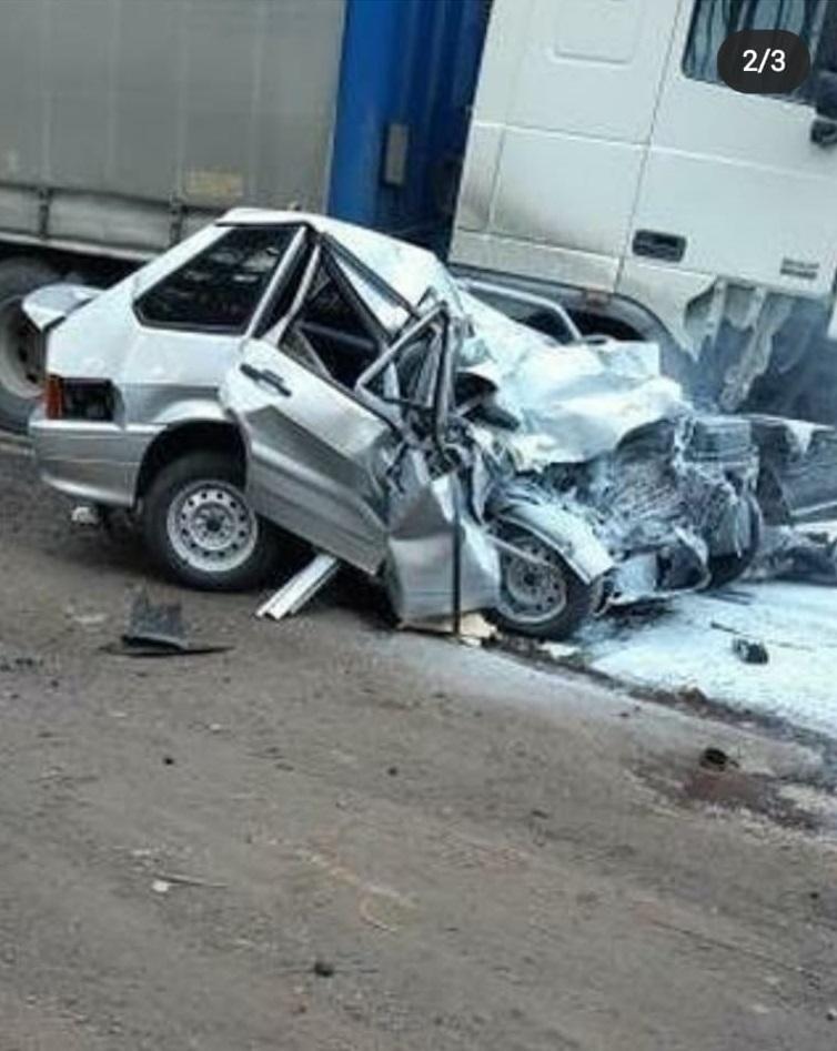 Страшная авария под Тамбовом: легковушка врезалась в фуру