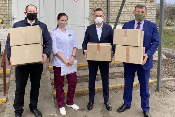Депутат областной Думы Александр Куприянов вручил медицинские маски сотрудникам Никифоровской ЦРБ