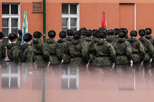 Коронавирус выявили у 874 российских военнослужащих