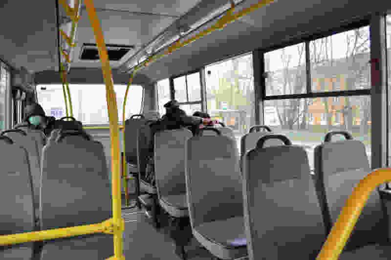 Роспотребнадзор рекомендует пользоваться личным транспортом или такси и воздержаться от поездок в автобусах