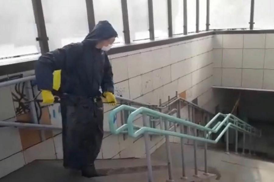 В Тамбове дезинфицируют подземный пешеходный переход