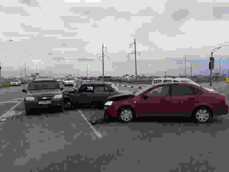 В Тамбове на Северном обходе иномарка сбила «Жигули», которые отбросило в другую машину: есть пострадавшие