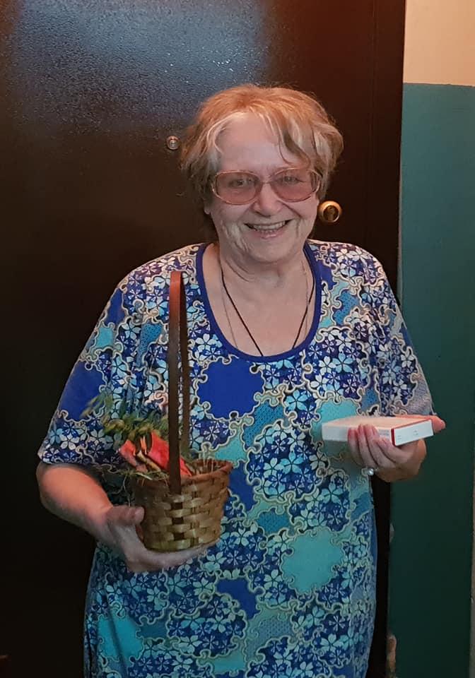 В Тамбове волонтёры раздали медработникам крафтовый шоколад и начали добавлять его к продуктам для пенсионеров