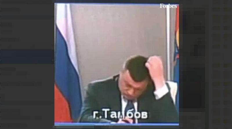 Губернатор Тамбовской области задумчиво чешет макушку, президент катает ручку по столу. Видео Forbes о том, что делали главы субъектов РФ во время конференции с Путиным