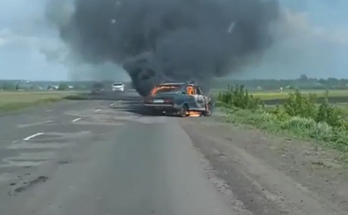 На трассе в Тамбовской области сгорели «Жигули»: видео