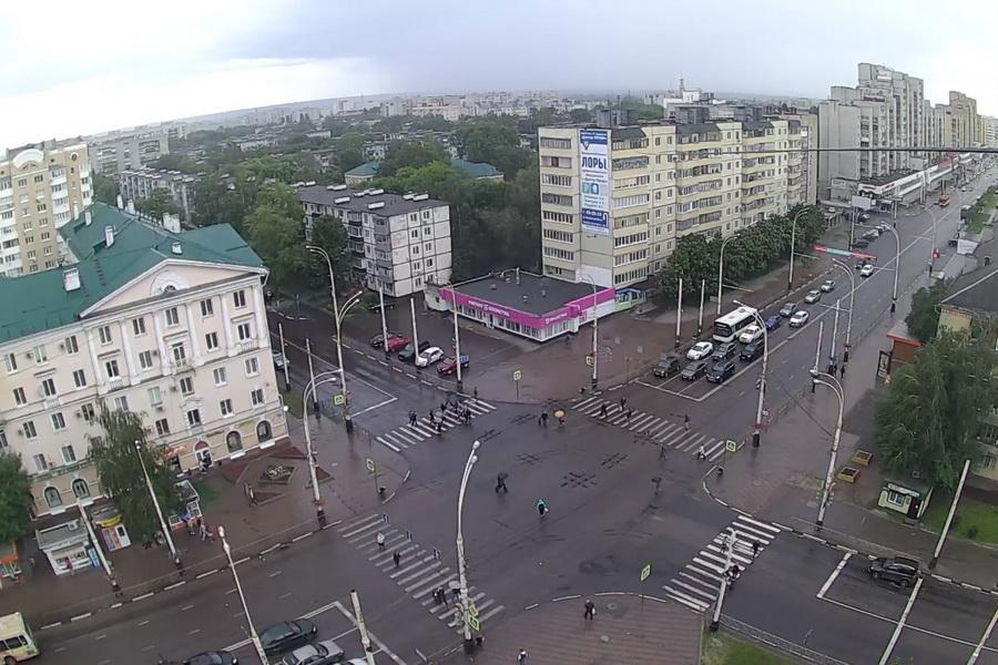 На улицах Тамбова в воскресенье почти столько же людей, сколько было и до ограничений