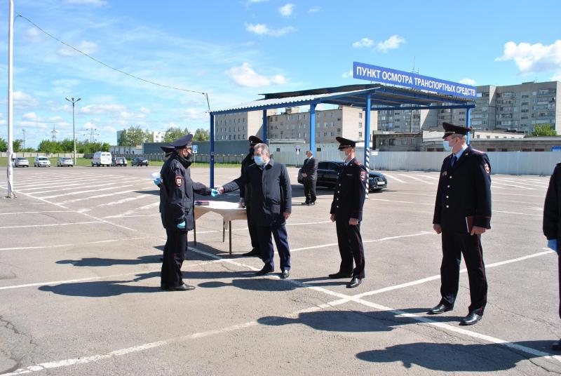 Тамбовские полицейские получили ключи от новых автомобилей