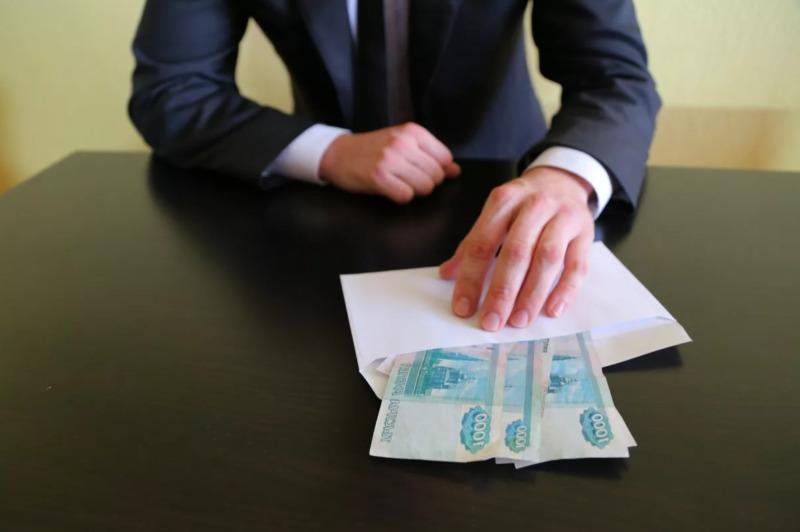 Тамбовский судебный пристав попался на взятке в 200 тысяч рублей