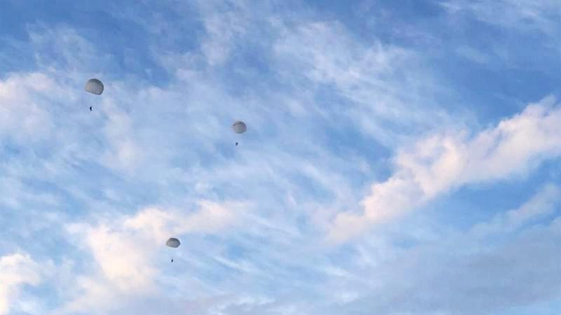 Учителя котовской школы отметили 75-летие Великой Победы прыжком с парашютом