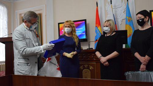 В администрации города Тамбова вручили очередную партию средств индивидуальной защиты для медиков