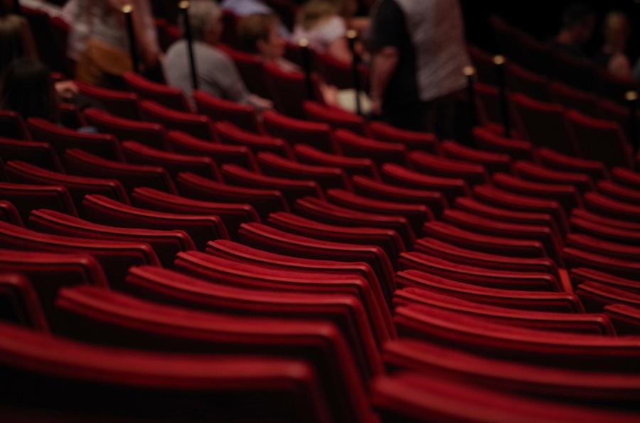 В конце лета станет известно, как будут сидеть зрители в театрах после снятия ограничений