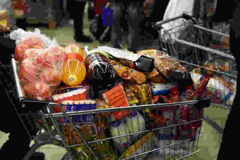 В крупном супермаркете Тамбова появилась «тележка добра» для сбора продуктов нуждающимся на самоизоляции