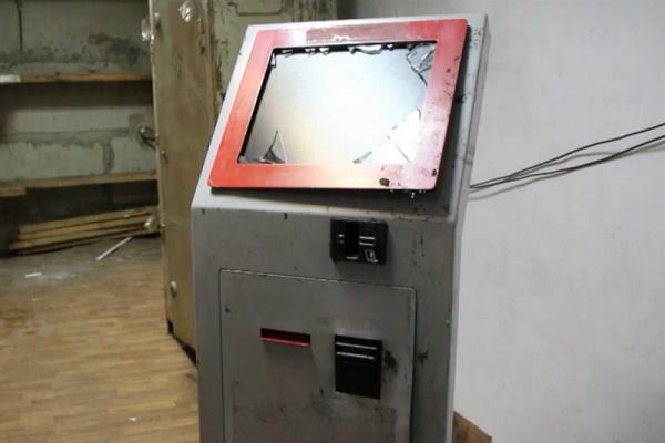 В Тамбове неизвестные утащили платежный терминал из супермаркета