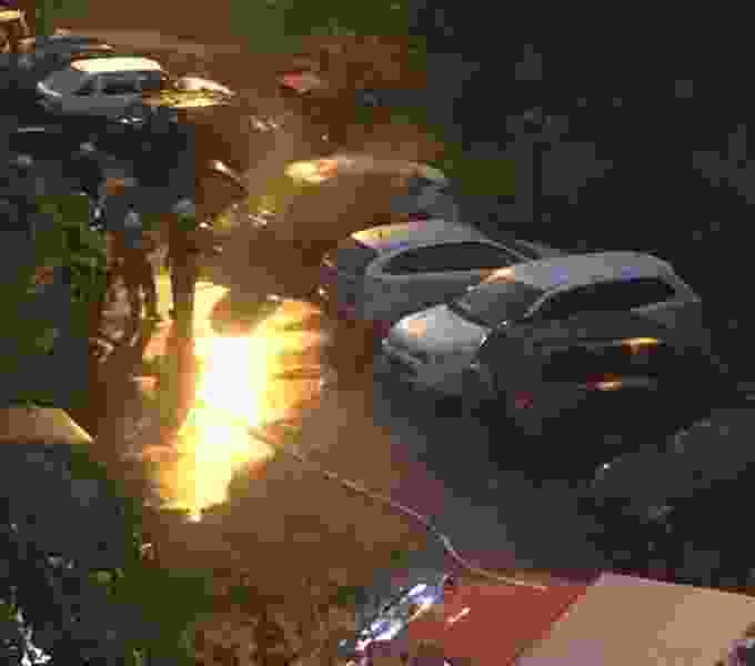 В Тамбове ночью сгорела иномарка: частично пострадал и припаркованный рядом автомобиль