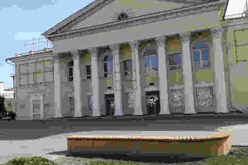 В Тамбове задержан вандал, разукрасивший бывший кинотеатр «Родина»