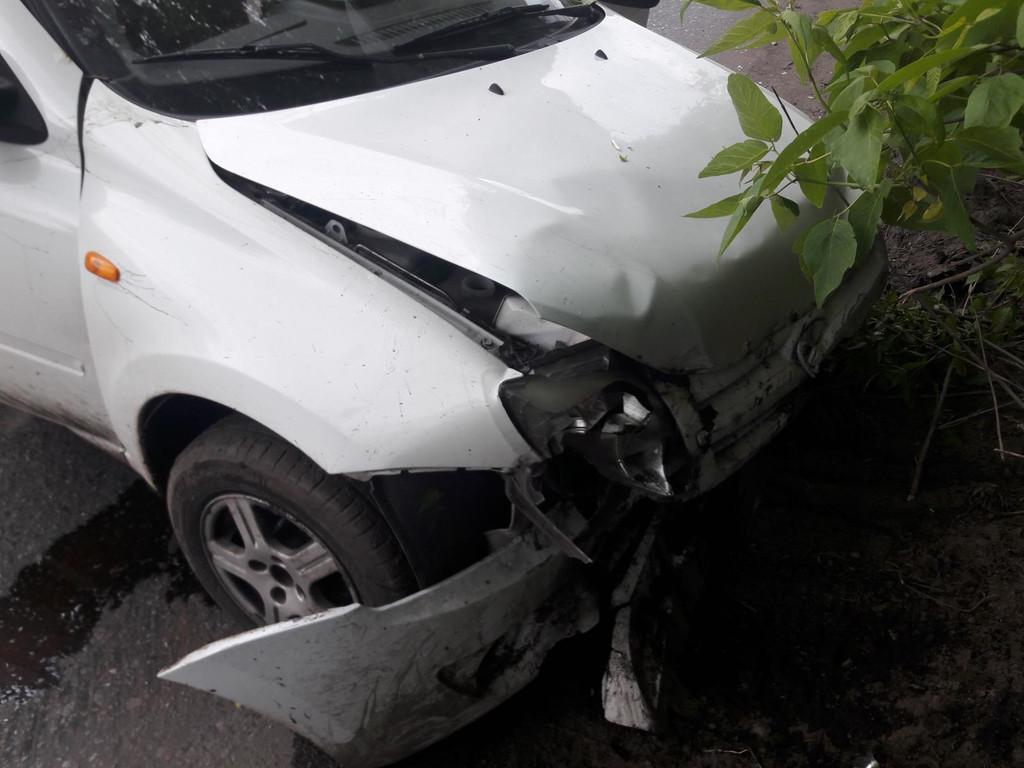 В Тамбовской области парень на «Гранте» влетел в опору моста: пострадала его молодая пассажирка