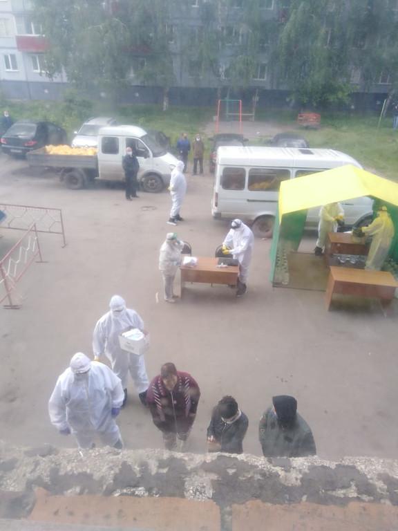 Жители города Рассказово Тамбовской области, которых закрыли в обсервацию, рассказали, что происходит в их доме