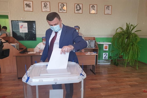 Александр Никитин принял участие в голосовании по поправкам в Конституцию