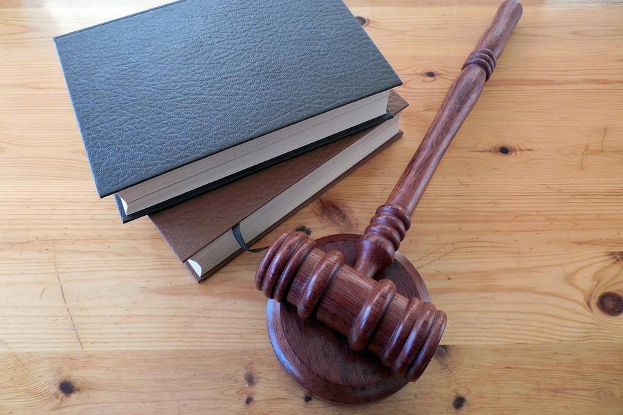 Бывшего начальника районного отдела судебных приставов осудили за взятку