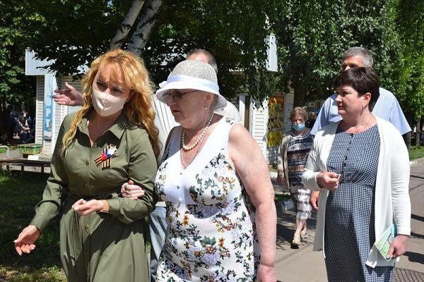 Глава Тамбова обсудила с жителями проблемную застройку на Чичканова 131