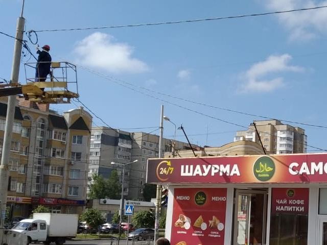 Незаконно установленные ларьки на севере Тамбова отключили от электричества