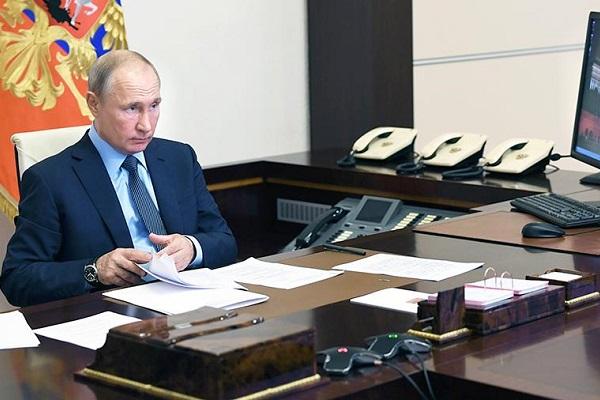 """Путин призвал """"додавить"""" коронавирус в регионах"""