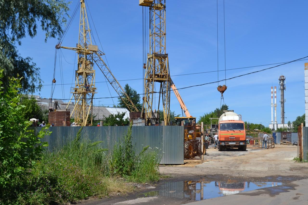 Стройнадзор и полиция начали проверку по факту строительства многоэтажки на МЖК по ночам