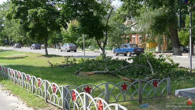 В Котовске устраняют последствия вчерашнего урагана