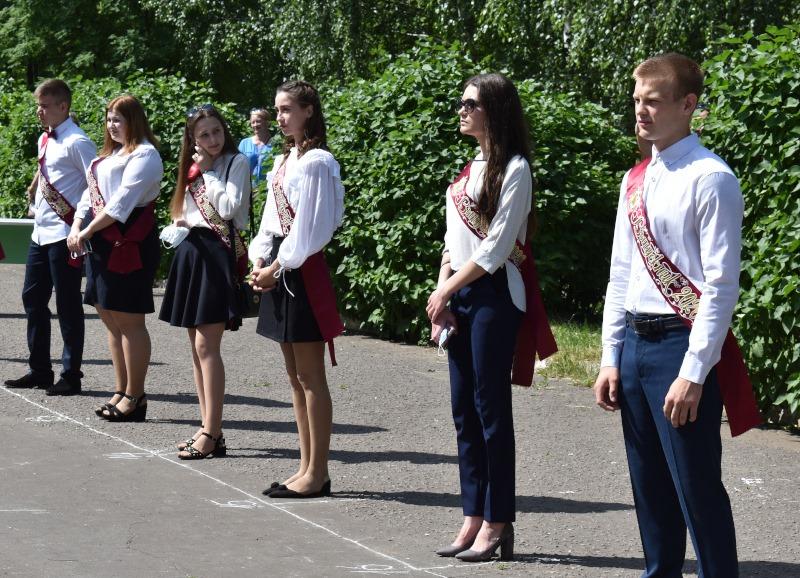 В Моршанске выпускникам начали выдавать аттестаты