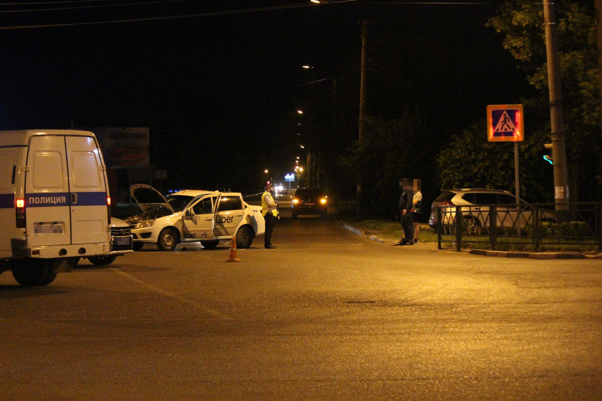 В Тамбове «Лада» на перекрёстке врезалась в Hyundai: две женщины госпитализированы