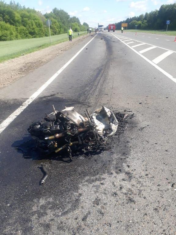 В Тамбовской области мотоциклист выехал на «встречку» и влетел в грузовик: мужчина погиб на месте