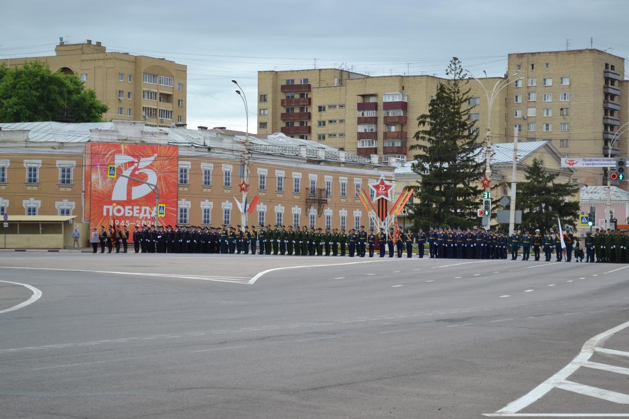 Военнослужащие тамбовского гарнизона во время репетиции парада почтили минутой молчания память павших в Великой Отечественной войне