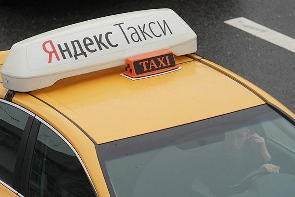 """""""Яндекс"""" допустил """"развод"""" своего сервиса такси с Uber"""