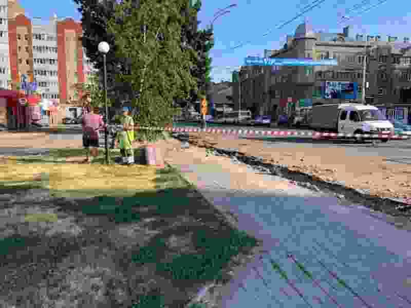 На время ремонта тротуара на Советской организовали безопасную пешеходную зону