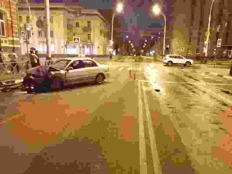 Ночью в Тамбове 19-летняя девушка за рулём Kia врезалась в кроссовер: есть пострадавшие