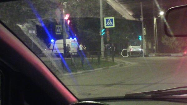 Ночью в Тамбове на перекрестке Карла Маркса перевернулось такси