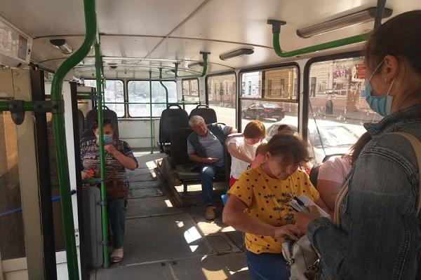 Пассажиров общественного транспорта в Тамбове проверяют на наличие масок