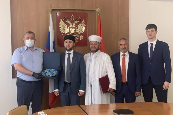 Первый вице-губернатор Олег Иванов встретился спредставителями Духовного управления мусульман России