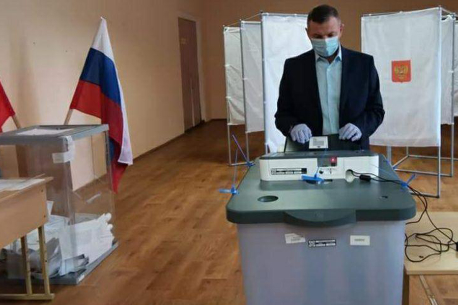 Председатель областного избиркома проголосовал по поправкам к Конституции