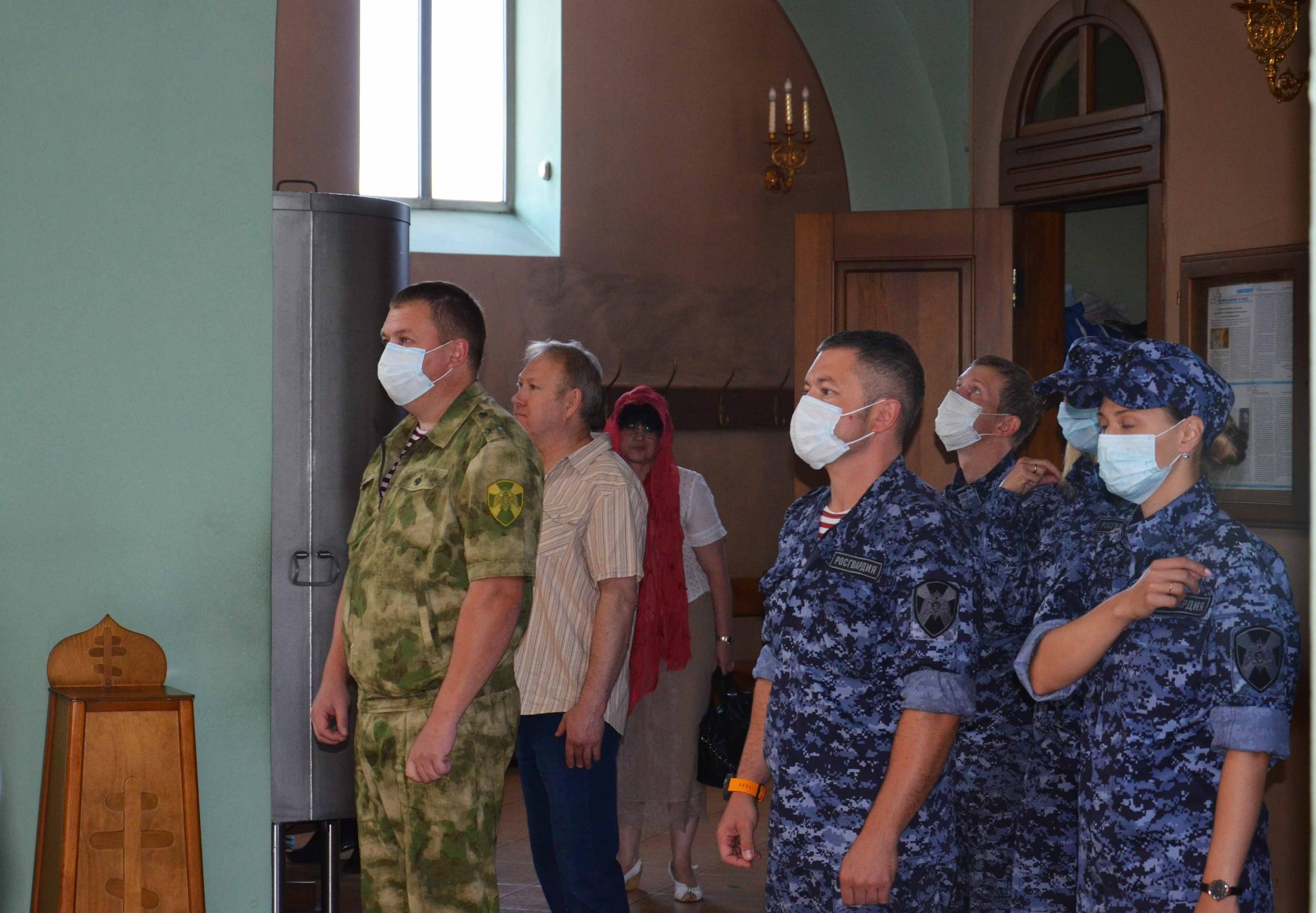 Сотрудники Росгвардии почтили память святого князя Владимира