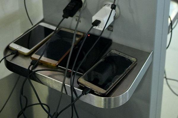 В Роскачестве развеяли миф о необходимости полной зарядки смартфонов