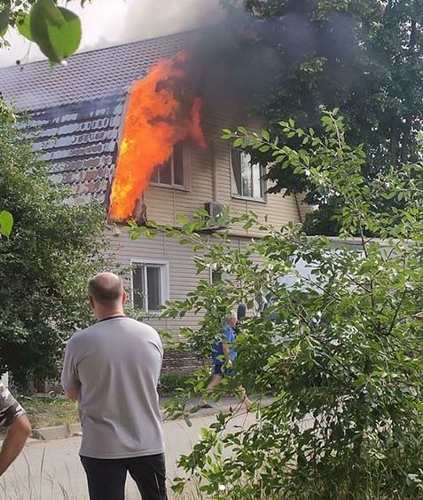В Тамбове на улице Пятигорской произошёл пожар в частном доме