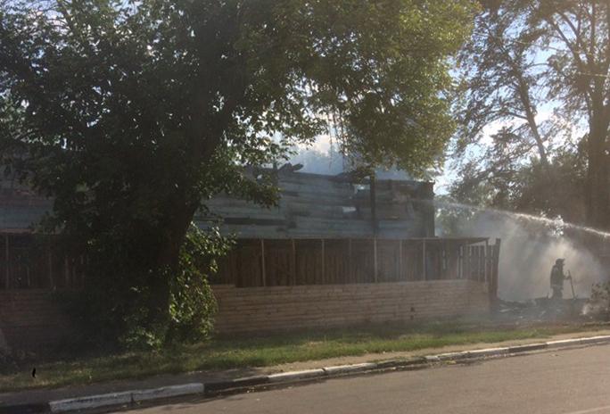 В центре Тамбова опять загорелся многострадальный дом-памятник на Базарной